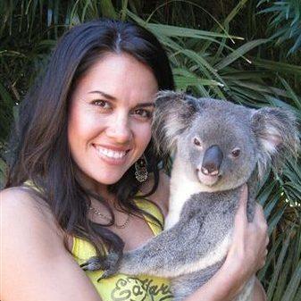 http://www.sailinn.com.au/wp-content/uploads/2016/05/hold-a-koala-at-cooberrie-e1481427894979.jpg