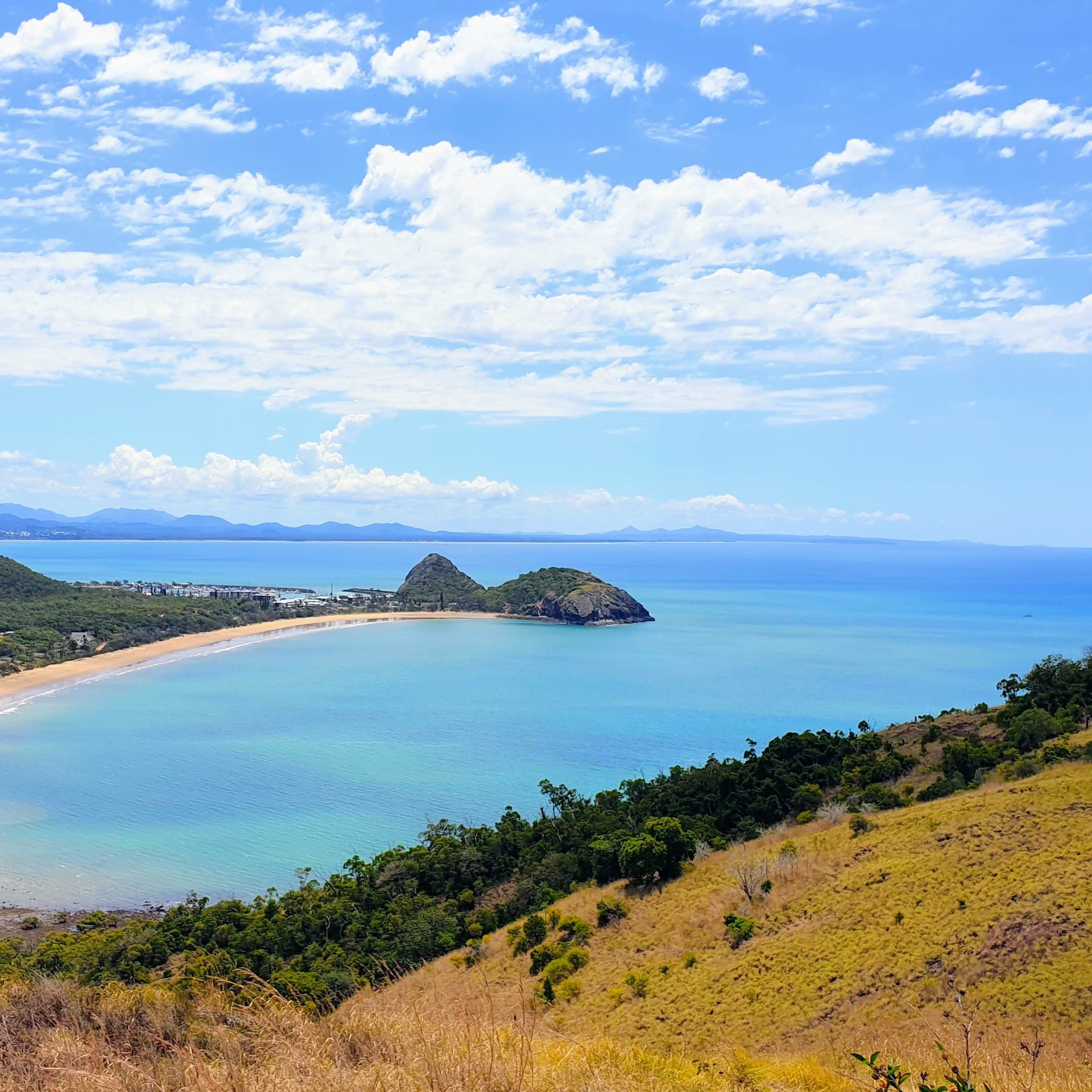 https://www.sailinn.com.au/wp-content/uploads/2019/12/kemp-hill-bluff-point-yeppoon-beach.jpg